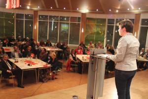 UB-Vorsitzende Martina Baumann begrüßt in Schwarzenbruck vor voller Halle