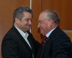 Händedruck von Dr. Thomas Beyer, dem langjährigen Weggefährten und ehem. MdL